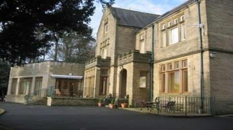 Oakworth Manor Image 01